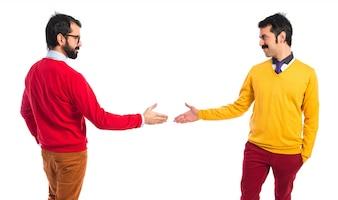 Irmãos gémeos fazendo um acordo