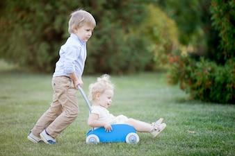 Irmãos tocando juntos