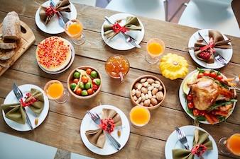Jantar abundância servido feriado caseiro