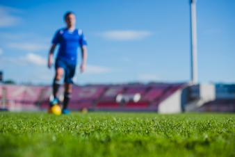 Jogador de futebol embaçado