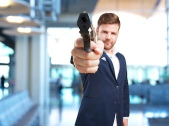 Jovem empresário expressão de raiva