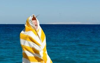 Jovem, mulher, toalha