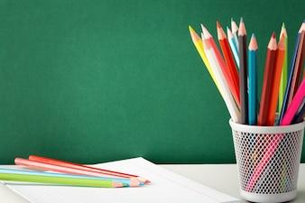 lápis coloridos pronto para desenhar