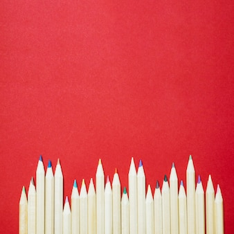 Lápis de cor na linha