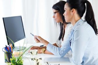 Laptop, gerente, confiante, trabalhador, computador