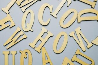 Letras em fundo cinza