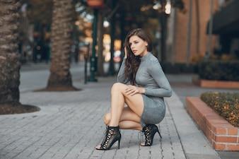 Linda garota na rua