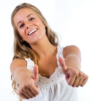 Linda mulher loira fazendo gestos de sucesso