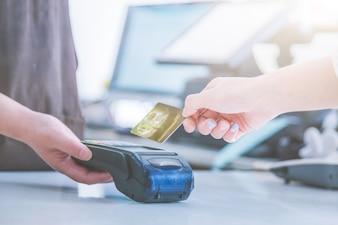 Liquidação do cartão de crédito POS em vez de liquidação em dinheiro