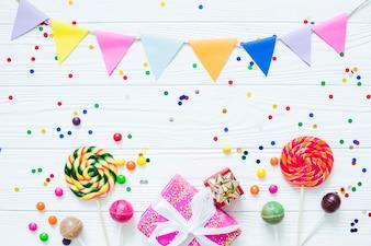 Lollipops e presentes em confetes