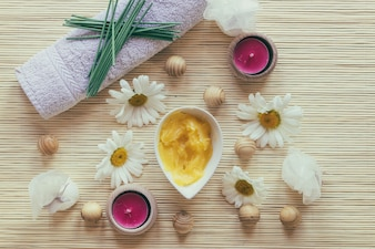 Manteiga de karité, toalha e camomilas
