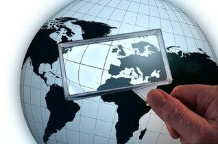 mão terra ampliação latitude país globo de vidro