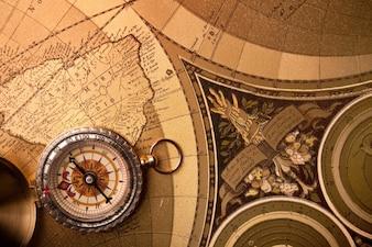 Mapa bússola viajando 24 de idade
