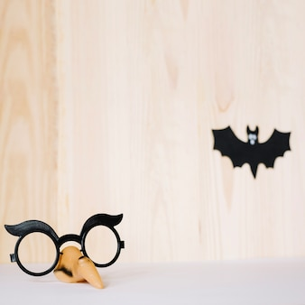 Máscara de óculos e morcego