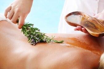 Massagem de mel e de lavanda