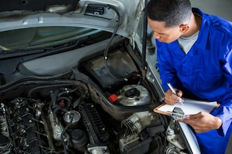 Mecânico preparar uma lista de verificação