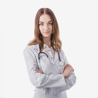 Médico mulher alegre olhando a câmera