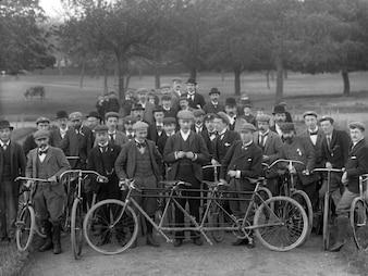 Os membros do clube de bicicletas