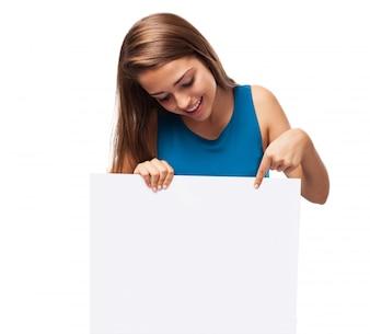 Menina, segurando um cartaz