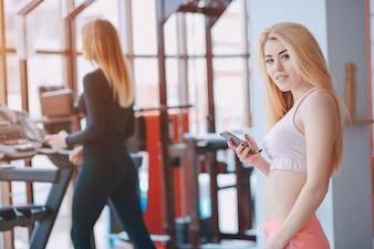 Menina em uma academia