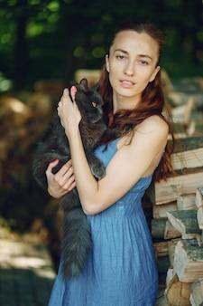 Menina em uma floresta