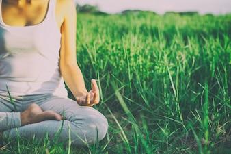 Menina que faz a ioga