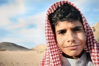 Menino beduíno egípcio