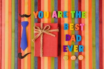 """Mensagem de """"você é o melhor pai de sempre"""" com um presente"""