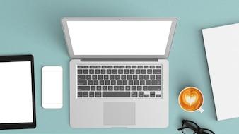 Mesa azul com um tablet e um laptop