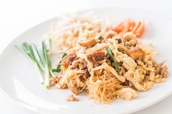Mexa noodles no estilo tailandês