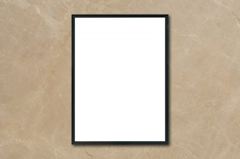 Mock up quadro de imagem em branco quadro pendurado na parede de mármore marrom no quarto - pode ser usado maquete para exibição de produtos de montagem e layout gráfico de design visual.