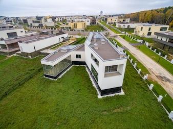 Modernas casas de campo em construção