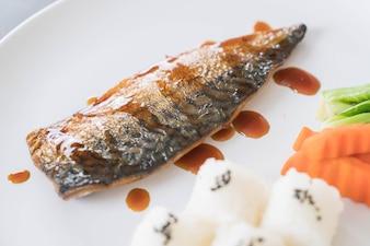 Molho de peixe Saba grelhado