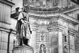 Monumento da Charles IV Charles Bridge em Praga