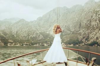 Mulher caminhada incomum montenegro loira