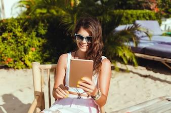 Mulher com um tablet