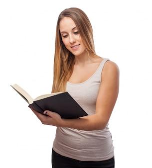 Mulher que lê um livro
