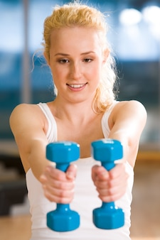 Mulher sportive trem prática saudável