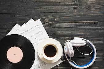 Música ainda vida com café