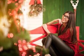 Natal novo vestido de mulher feliz