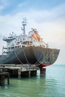 Navio porta-contentores