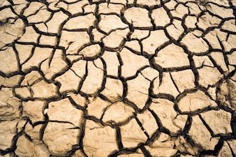O solo seco forma fortes aglomerados de terra, imagens de fundo