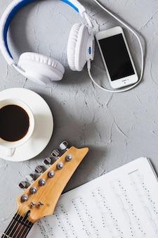 Objetos de música com café