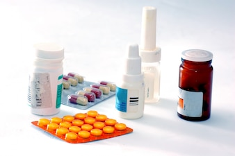 Os frascos de medicamentos e pílulas