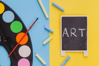 Palavra 'Arte' no quadro-negro