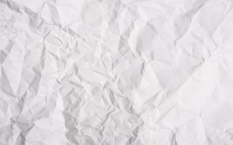 Papel amassado fundo branco