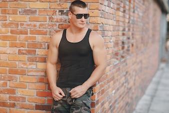 Parede de tijolo de moda masculina