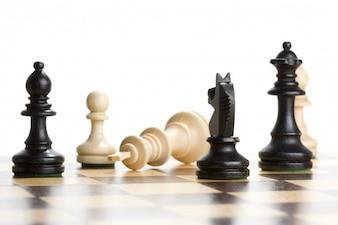 Peças de xadrez preto e branco