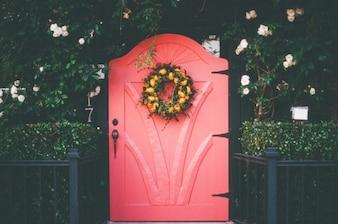 Pequena porta vermelha