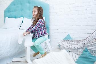 Pequeno, criança, passeios, branca, madeira, cavalo, azul, quarto